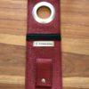 Etui à charger téléphone rouge ouvert