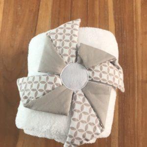 couverture fleur taupe