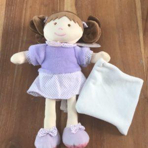 petite poupée violette