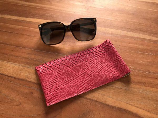 étui lunettes croco fushia