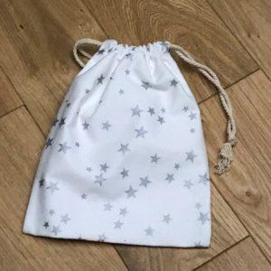 pochon blanc étoiles argentées