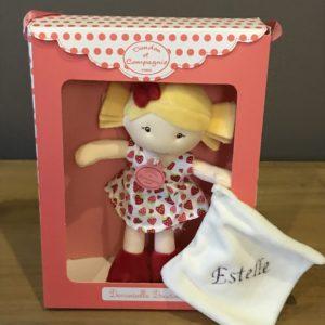 petite demoiselle blonde robe fraises