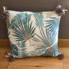 coussin carré aloha feuilles beige et bleu